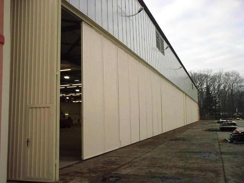 Oprava fasády a výměna vratové stěny hangáru – Přerov