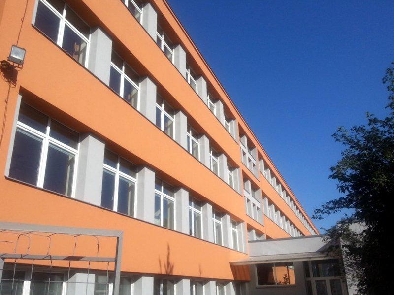 Provedení zateplovacího systému objektu školy Charbulova – Brno