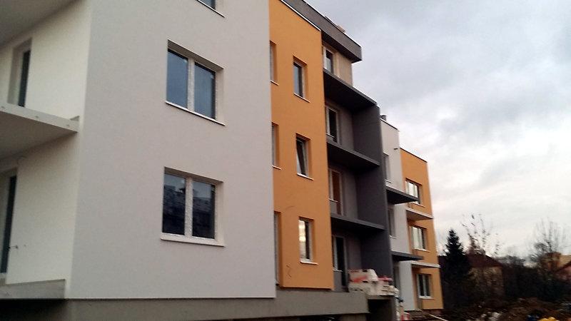 Provedení kontaktního zateplovacího systému bytových domů, Uhříněves, Praha