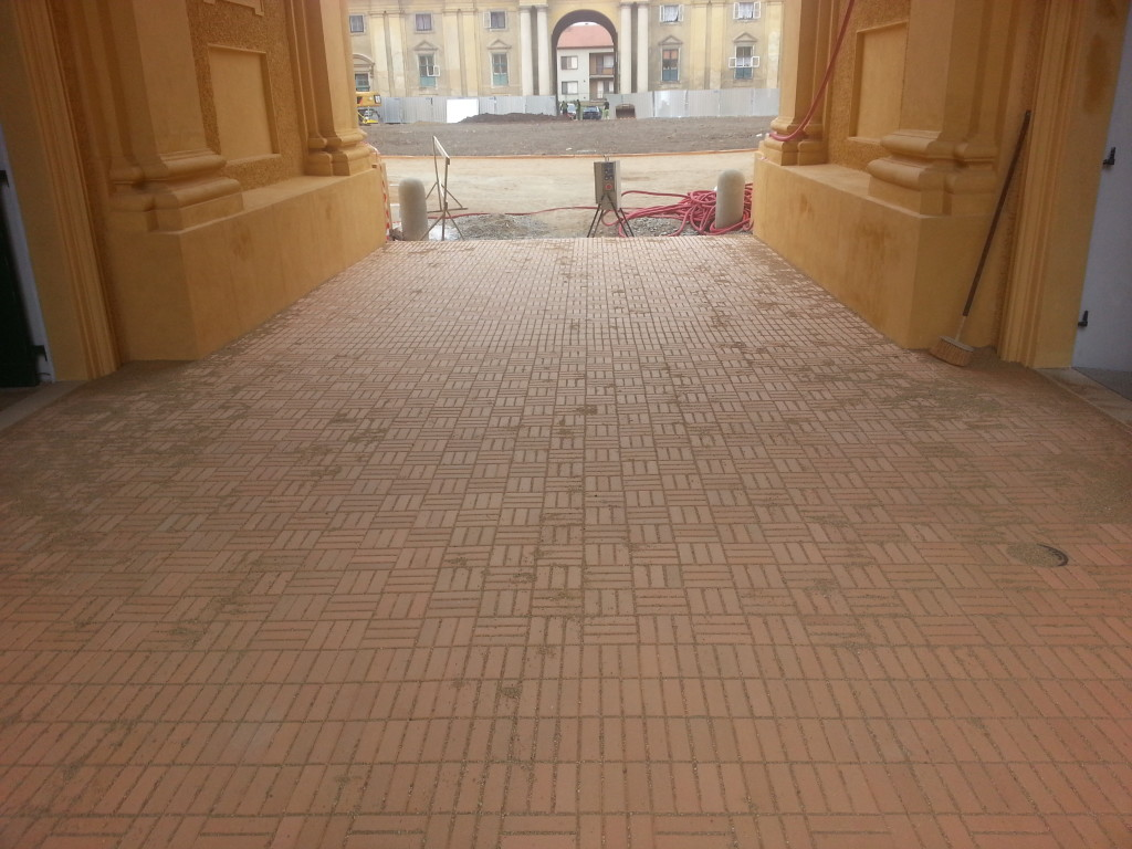 Renovace historických dlažeb – zámecká jízdárna